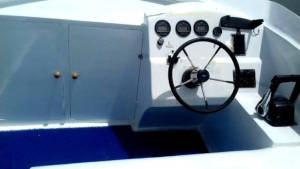 39 foot power boat helm